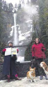 Jane Bowman and sister Erica Sharpe at the Multnomah Falls, Columbia River Gorge - Oregon, USA.